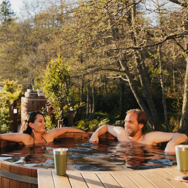 couple-hot-tub