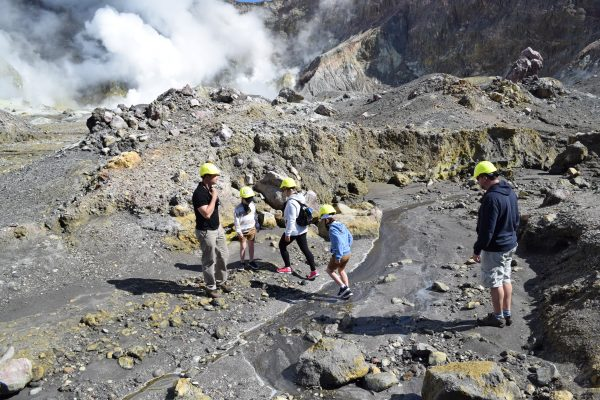 Volcanic-landing-walking-helicopter-tour-White-Island