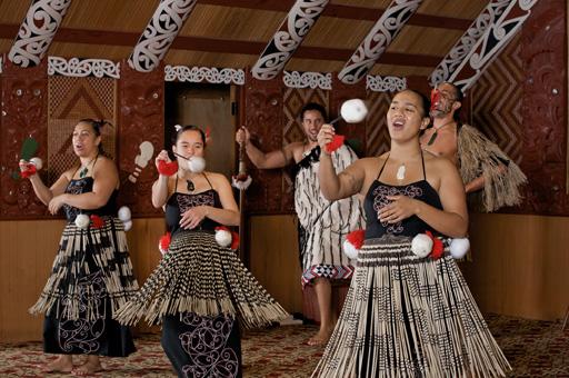 Te-Puia-poi-dance