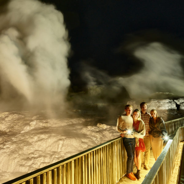 Night-time-geyser